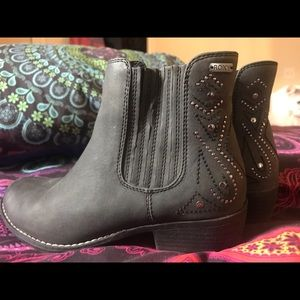 Women's Paso Ankle Bootie